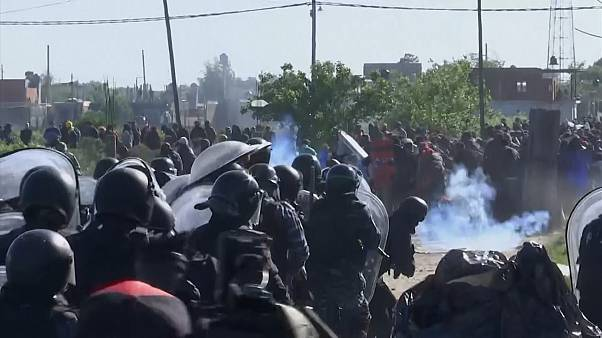 Clashes as illegal settlement in Buenos Aires evicted