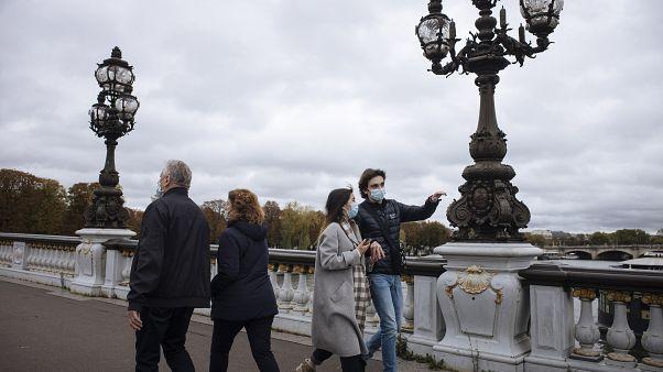 على جسر ألكيساندر الثالث في باريس