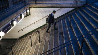 Zugang zu einer Pariser U-Bahn-Haltestelle