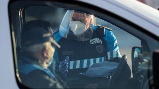 Polícias controlam o tráfego em Matosinhos