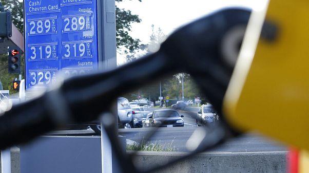 ABD'de petrol kullanma oranı Covid-19 vakalarına rağmen giderek artıyor.