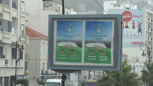 ملصق يروّج للتعديل الدستوري في الجزائر