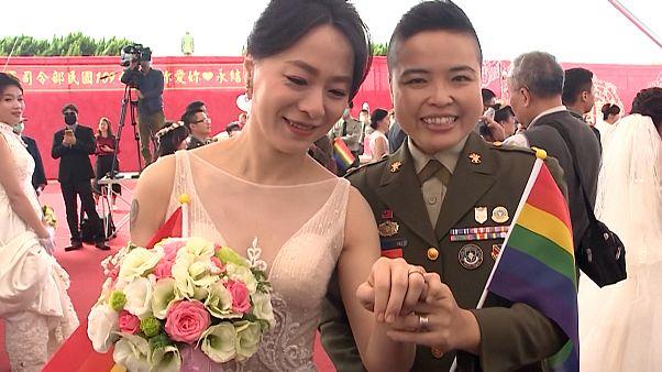 Weiblicher Leutnant heiratet Verlobte