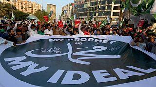 مسيرة في مدينة كراتشي الباكستانية ضد إعادة نشر رسوم مسيئة للنبي محمد. 2020/10/28