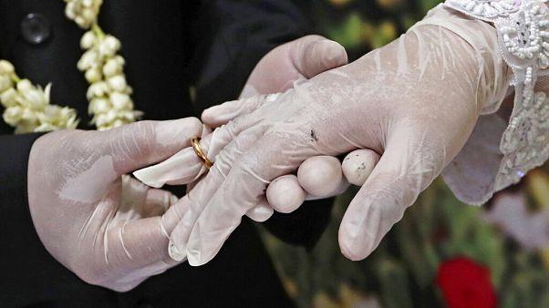 حفل زفاف زعيد ميلاد يتسببون في إصابة 56 شخصا وحجر 300 آخرين