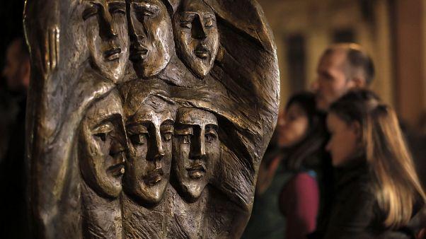 Il monumento in memoria alle 64 vittime del Colectiv, la peggior tragedia di questo tipo nella storia rumena