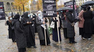 Fransa'nın Kopenhag Büyükelçiliği önünde protesto