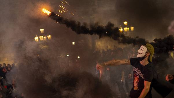 Barselona'da Covid-19 protestolarında olaylar çıktı