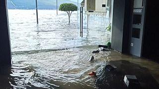 شاهد: فيضانات تجتاح جزيرة ساموس اليونانية إثر زلزال قوي