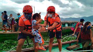 Filipinler, Goni tayfunu öncesinde binlerce kişiyi tahliye etti