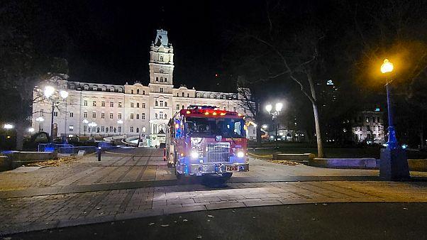 Un camion de pompier devant le Chateau Frontenac à Quebec, le 1er novembre, après l'attaque à l'arme blanche où deux personnes ont perdu la vie