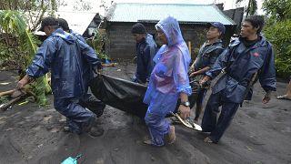 Goni Tayfunu Filipinler'de 4 can aldı