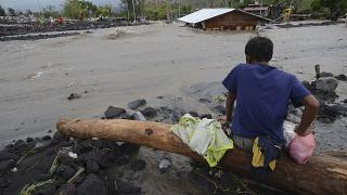 Super typhoon hits Philippines with deadly winds