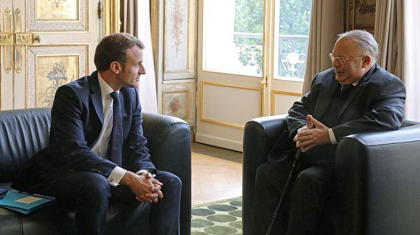 الرئيس الفرنسي إيمانويل ماكرون  ودليل بوبكر، عميد المسجد الكبير فى باريس