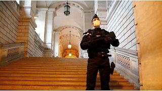 تعليق محاكمة المتهمين باعتداءات 2015 في باريس بسبب إصابة عدد من المتهمين بكوفيد-19