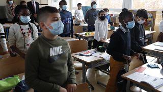 Минута молчания во французской школе
