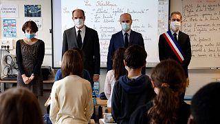 یک دقیقه سکوت برای معلم سر بریده همزمانم با بازگشایی مدارس در فرانسه