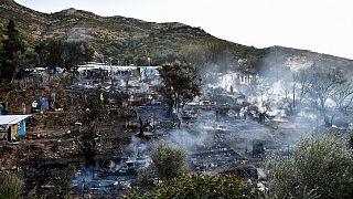 حريق مخيم في جزيرة ساموس
