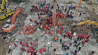 İzmir'deki depremde enkazda arama kurtarma çalışmaları