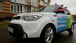 سيارة ذاتية القيادة لتوصيل طلبات البقالة