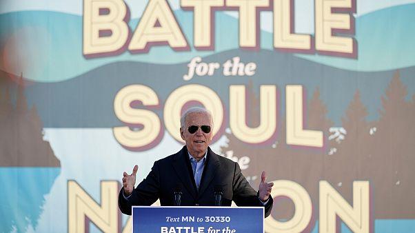 جو بايدن خلال تجمع انتخابي في أرض معارض ولاية مينيسوتا، الجمعة 30 أكتوبر 2020