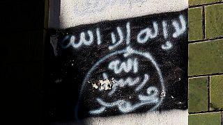 """تنظيم القاعدة في بلاد المغرب الإسلامي يهاجم ماكرون ويدعو إلى """"الثأر"""" للنبي محمد"""