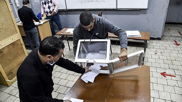 Entleerung einer Wahlurne