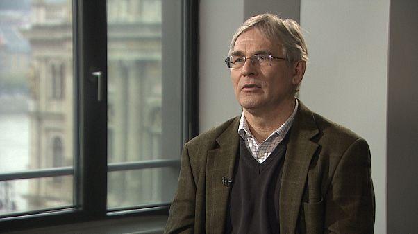 Magyarics Tamás egyetemi tanár az Euronews stúdiójában