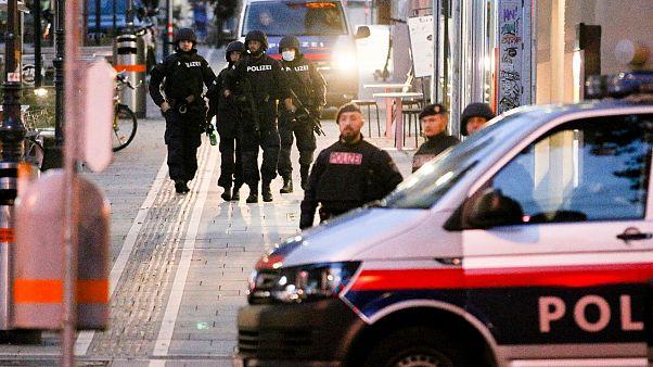 دورية للشرطة في مكان إطلاق النار في فيينا