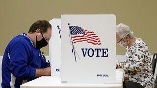 Des Américains votent le mardi 3 novembre 2020 à Chattanooga, Tennesse, États-Unis