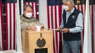 Aperte le urne negli USA mentre 100 milioni di cittadini hanno già votato per posta