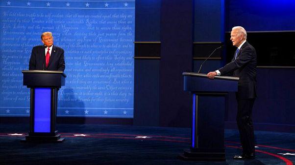 الرئيس المنتهية ولايته دونالد ترامب، على اليسار، والمرشح الديمقراطي للرئاسة جو بايدن يشاركان في المناظرة الرئاسية الثانية والأخيرة