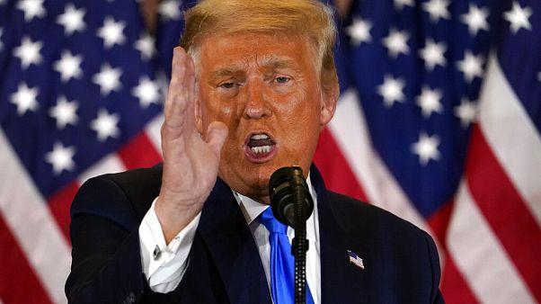 Amerikai elnökválasztás: Trump győzelemről és csalásról beszélt
