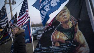 مؤيدة لترامب عشية تنظيم تجمع له في كينوشا. 2020/11/02
