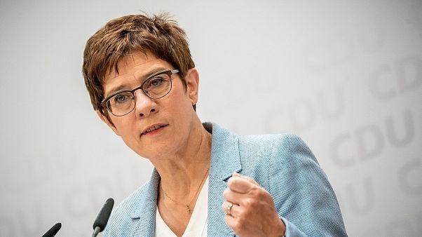 وزيرة الدفاع الألمانية آنيغريت كرامب-كارنباور