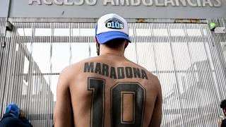 ویدئو؛ تجمع هواداران دیهگو مارادونا مقابل کلینیک شهر بوئنوسآیرس