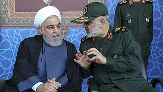 حسین سلامی، فرمانده سپاه پاسداران ایران(راست) و حسن روحانی، رئیس جمهوری ایران(چپ)