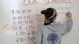 هل تفتح أو تغلق المدارس للحد من تفشي كوفيد 19؟