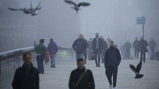 Αγγλία: Γέμισαν καταστήματα και πάμπ πριν το lockdown