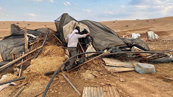 إسرائيل تزيل قرية فلسطينية دفعة واحدة في الضفة الغربية وتشرد 73 شخصاً