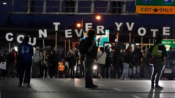 تظاهرات مخالفان ترامپ و درخواست برای شمارش تک تک آرا