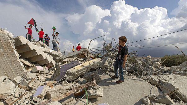 Palesztin zászlót lengető gyerekek a romokon / Nablus, PALESTINIAN TERRITORIES