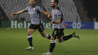 Ο Ζίφκοβιτς πανηγυρίζει ένα από τα δύο γκολ που πέτυχε σε βάρος της Αϊντχόφεν