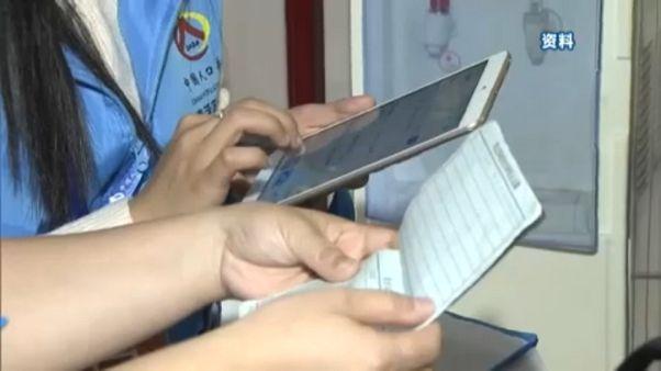 Táblagépekkel veszik fel a kínaiak adatait a népszámlálók