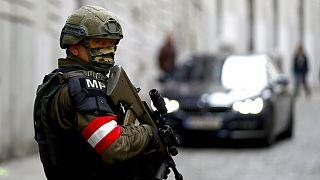 Nach Anschlag in Wien: acht Verdächtige in U-Haft