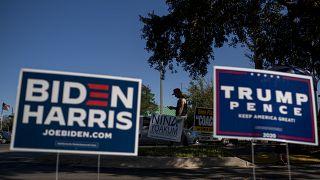 لافتات تدعوا للتصويت لترامب وبايدن