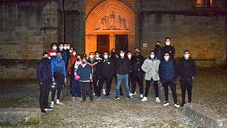 جوانان مسلمان فرانسوی که در شهر لودو حفاطت از کلیسا را برعهده گرفتند