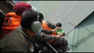 Militares salvam moradores de Izabal