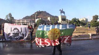 Canhões de água contra manifestantes na Plaza Itália