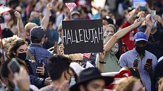 Feiernde Menschen am Times Square in New York